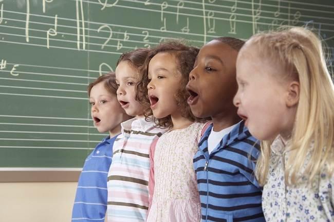 Ajak Anak Belajar Bahasa Inggris lewat Lagu, Why Not?